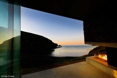 The Seascape Retreat on the Banks Peninsula in New Zealand was designed as a Honeymoon destination, but is perfect for anyone who appreciates seclusion, romance, style and a view. Architecture Plan, Architecture Details, Luxe Decor, New Zealand Houses, Outdoor Spa, House By The Sea, Global Design, Secret Places, Luxury Villa