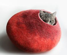 ♥ such a cute, warm cat bed--I want to make one for smooshy ♥