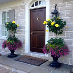 Elegant Porch Planters - Best Front Door Flower Pots and Porch Planters: Flower Pot Ideas and Planter Designs For Your Front Porch Front Porch Flowers, Summer Front Porches, Summer Porch, Front Porch Planters, Outdoor Planters, Flower Planters, Outdoor Decor, Flower Pots, Outdoor Ideas
