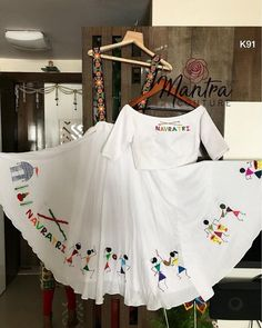 ― MANTRA COUTURE ™さん( 「Happy Sunday Everyone! With Hand paint warli print! Choli Designs, Lehenga Designs, Blouse Designs, Garba Dress, Navratri Dress, Choli Dress, Lehenga Choli, Chaniya Choli For Navratri, Saree Blouse