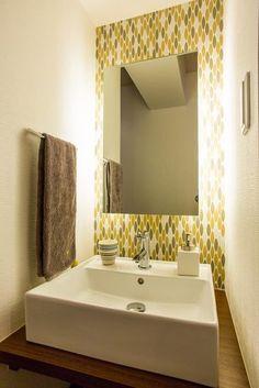 ホールの手洗いは、モザイクタイルと間接照明で演出。【リノベ暮らしな人々】vol.30 札幌の夜景が一望でき、自然に包まれたシックモダンな空間