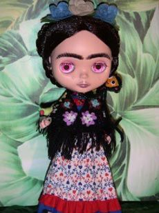Image from http://thisisblythe.com/_assets/_imgs/uploaded/Image/frida.jpg.