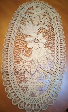 Romanian Lace, Lace Art, Point Lace, Needle Lace, Filet Crochet, Sewing Hacks, Tatting, Elsa, Cupcakes