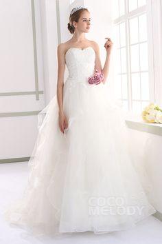 Sweetheart Ivory Sleeveless Wedding Dress #weddingdress #cocomelody