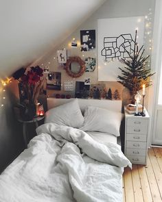 Minimalist Bedroom Design for Modern Home Decor - Di Home Design Stylish Bedroom, Cozy Bedroom, Diy Bedroom Decor, Bedroom Ideas, Bedroom Themes, Winter Bedroom, Bedroom Inspo, Bedroom Furniture, Teen Bedroom Decorations