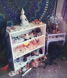 Mercury retrograde is making these weeks feel soo long! 🙌❤🔮 Loving this beautiful crystal altar by ❤ Tag someone who'd… Meditation Room Decor, Meditation Corner, Meditation Space, Meditation Altar, Zen Room Decor, Crystal Room Decor, Crystal Bedroom, Witch Room, Crystal Altar