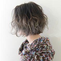 Ideas hairstyles for medium length hair with bangs haircuts Permed Hairstyles, Hairstyles With Bangs, Cool Hairstyles, Medium Length Hair With Bangs, Medium Hair Styles, Hair Colour Design, Shot Hair Styles, Hair Arrange, Grunge Hair