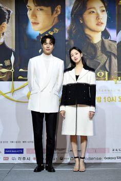 Korean Drama Romance, Korean Drama Movies, Korean Actors, Asian Boys, Asian Men, Lee Min Ho Wallpaper Iphone, Kim Go Eun Style, Love 020, Kdrama Actors