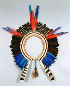 Brazil | Doral headdress ~ meiityk-re kru wapu ~ from the Kayapó Mekrãgnoti | Cotton, fibers, bamboo, vegetal fibers, feathers (red macaw, harpy eagle, bare-faced curassow) | 20th century