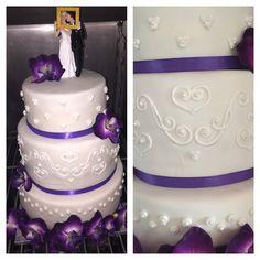 Hochzeitstorte Fondant weiß lila icing