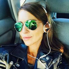 Paula Echevarria llevando las Rayban Aviador con lentes espejadas. Quieres éstas gafas? Entra en www.sunoptica.es y llévatelas con #ENVIOGRATIS.  #sunoptica #gafas #sunglasses #gafasdesol #occhialidasole #sunnies #Rayban #raybanaviator #aviator #aviador #paulaechevarria #moda #tendencias #fashion #elegancia #instafashion #gafasmolonas #optica