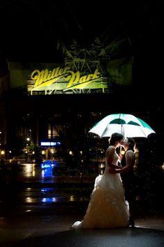 Boda LGTB paraguas luz