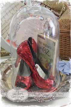 Perfect ruby slippers - Wizard of Oz centerpieces! I love the bell jar. Cloche Decor, Land Of Oz, Fete Halloween, Halloween Queen, The Bell Jar, Bell Jars, Ruby Slippers, Yellow Brick Road, Library Displays