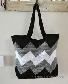 Just pick your crochet sticks and some colorful yarns to make some of these 30 easy DIY crochet tote bag patterns.Ravelry: Black and White Chevron Tote (Small) - knitThis oblong oval-bottomed tote bag features ombre chevron stripes that start at the Crochet Purse Patterns, Bag Crochet, Crochet Shell Stitch, Crochet Market Bag, Crochet Handbags, Crochet Purses, Crochet Crafts, Crochet Projects, Bag Patterns