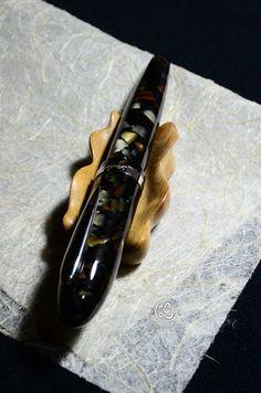 手工原木筆擱 /  木種:肖楠 /  尺寸:7x3.8x2cm /  上漆研磨拋光 #180-600 / 二層二度底漆