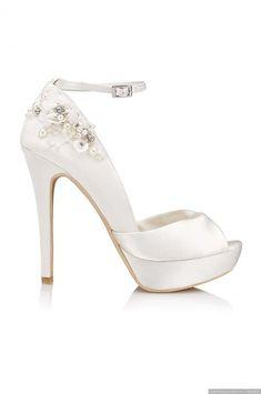 Si estás buscando el complemento perfecto y muy original para tu vestido de  novia 7b5e24f691e2