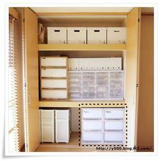 衣類収納3 Muji Storage, Office Storage, Storage Spaces, Locker Storage, Home Organisation, Closet Organization, Closet Layout, Japanese Interior, Japanese House