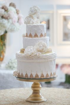 Elegant White & Gold Wedding Cake