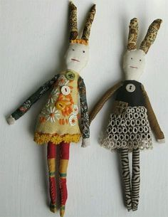 Little dolls made with vintage fabrics by textile artist Mandy Pattullo Fabric Dolls, Fabric Art, Fabric Crafts, Rag Dolls, Sewing Toys, Sewing Crafts, Sewing Projects, Muñeca Diy, Fun Diy