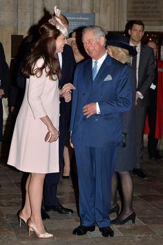 La duquesa de Cambridge arranca su semana más intensa de trabajo bromeando con su suegro - Foto 1