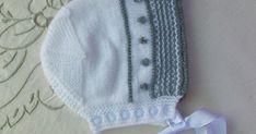 GORRITO DE BEBÉ DE PRIMERA POSTURA EN COLOR BlANCO Y GRIS TEJIDO EN LANA Materiales Lana de bebé color blanco Lana de bebé colo... Baby Hats, Knitted Hats, Beanie, Knitting, Crochet, Fashion, Crochet Shoes, Weaving, Sombreros