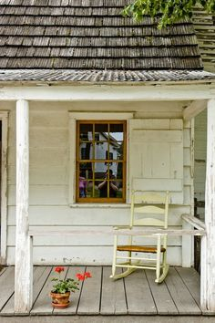 I kind of like old porches like this - simple and inviting girlyme: (via Old Farm House Porch Rocker Old Farm Houses, Old Country Houses, Country Barns, Country Roads, House With Porch, Down On The Farm, Country Life, Country Living, Cabana