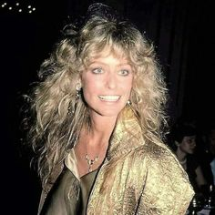 Farrah Fawcett was such a beautiful, sweet person ... everyone loved her, especially Ryan O'Neal and all her fans.  Life cut too short!!