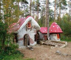 Mushroom cabin... Would love this in my yard for grand kids