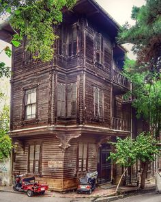 Cultural Architecture Home Cultural Architecture, Concept Architecture, Beautiful Architecture, Interior Architecture, Orient House, Creepy Houses, Wooden House, Old Houses, Istanbul