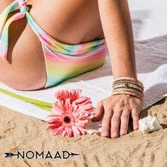 Rehaussez votre look de plage avec les bracelets nomaad Beach Mat, Outdoor Blanket, Bracelets, Beach Look, Bangles, Bracelet