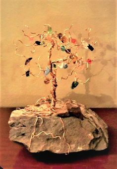 Family birthstone tree, mother gift, family tree, wire trees Gifts For Family, Gifts For Mom, Jewelry Gifts, Unique Jewelry, Birthstone Gems, Wire Trees, Grandmother Gifts, Tree Necklace, Mother And Child