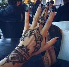25 best hand henna patterns and hand henna ideas for 2018 – STYLEATEAZE.COM - Mehndi Design's - Henna Designs Hand Henna Tattoo Designs, Henna Tattoos, 16 Tattoo, Henna Ink, Neue Tattoos, Mehndi Tattoo, Tattoo Neck, Sleeve Tattoos, Tattoo Quotes