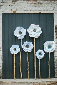 giant paper flower backdrop @weddingchicks