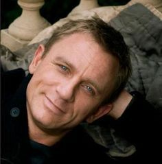 Daniel Craig Blue Eyes - Natural Look