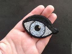 Купить или заказать Брошь 'Глаз' в интернет-магазине на Ярмарке Мастеров. Брошь вышитая бисером.
