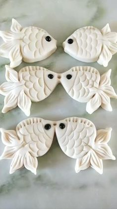 Pastry Art Goldfish These could easily be made with cookie dough. Food Design, Design Design, Decors Pate A Sucre, Food Carving, Carving Pumpkins, Wax Carving, Creative Food Art, Pastry Art, Food Packaging Design