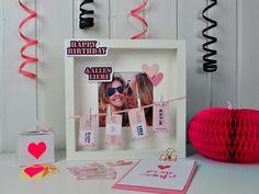 Hier findest du ein kreatives Geschenk für deine Freundin zur Geburtstagsparty: Verschenk Gutscheine im Rahmen! Mit passenden Freebies zum Runterladen.