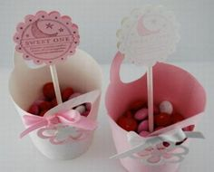 easy baby shower party favors to easily hit the party my baby favors ideas for baby girl shower wedding favors candles Homemade Baby Shower Favors, Baby Shower Favors Girl, Baby Favors, Baby Girl Shower Themes, Baby Shower Parties, Baby Boy Shower, Baby Shower Decorations, Baby Showers, Handmade Decorations