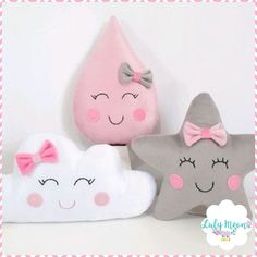 Wolken- Stern- und Gothic-Kissen ab US-Dollar passen wir jedes Design an - The world's most private search engine Cute Pillows, Baby Pillows, Kids Pillows, Felt Crafts Diy, Baby Crafts, Baby Bedroom, Baby Room Decor, Baby Shower Deco, Diy Bebe