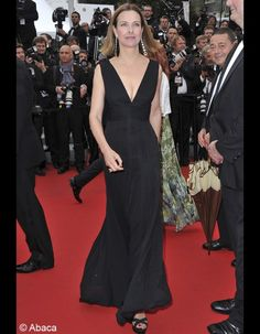 Tapis rouge du Festival de Cannes 2014 : montée des marches des stars - Elle