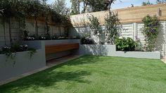Articicial-grass-trellis-hardwood-painted-fence-Dulwich-Peckham-Clapham-Balham-garden-design.jpg (1600×901)