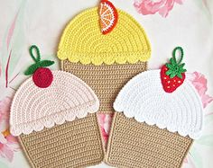 042 Crochet Pattern Cupcakes, Decor or Potholder, Amigurumi - by Zabelina Etsy Marque-pages Au Crochet, Crochet Cup Cozy, Crochet Towel, Crochet Doilies, Half Double Crochet, Single Crochet, Crochet Potholder Patterns, Crochet Chicken, Mercerized Cotton Yarn