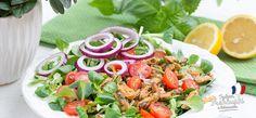 Sałatka z małżami i grzankami czosnkowymi #intermarche #sałatka Cobb Salad, Food, Essen, Meals, Yemek, Eten