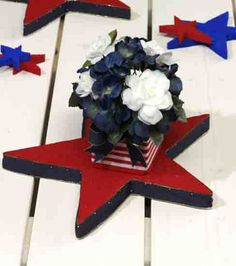 A centerpiece perfect for your of July party! Could use cardboard stars from hobby lobby. Patriotic Party, 4th Of July Party, Fourth Of July, 4th Of July Wreath, Patriotic Crafts, Holiday Crafts, Holiday Fun, Holiday Decor, Holiday Ideas