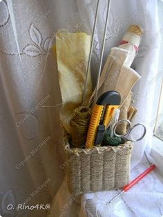 Greetings, my dear neighbors! And remember what I promised you? Master class of my basket of string, twine il, as you like. This time I did korobulku tiny, but it has brought trouble ... Saturday, means - a day off, but it is for someone may be off, but for me - it uborkastirkkagotovka etc. But it seems all things tweaked, and I'm inspired with a camera in hand and realize that he ... sat ... is dead at the most inopportune moment. Well, what's the master class. While charge with work came…