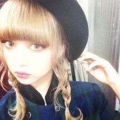 RT @RISA_DOLL: Grimoireさつえい中♡ http://flip.it/R4xOI