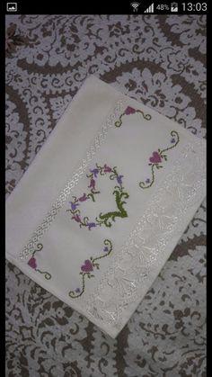ponto reto - toalhabordado bargello o florentino ile ilgili görsel sonucu Cross Stitch Heart, Cross Stitch Cards, Cross Stitch Borders, Cross Stitch Flowers, Cross Stitch Designs, Cross Stitching, Cross Stitch Patterns, Embroidery Stitches, Embroidery Patterns