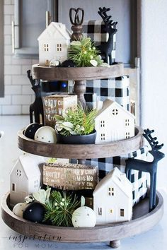 Discover how to easily decorate a farmhouse tray for Christmas in a few simple steps. Discover how to easily decorate a farmhouse tray for Christmas in a few simple steps. Farmhouse Christmas Decor, Country Farmhouse Decor, Christmas Home, Farmhouse Style, Fall Kitchen Decor, Christmas Kitchen, Christmas Vacation, Kitchen Ideas, Kitchen Design