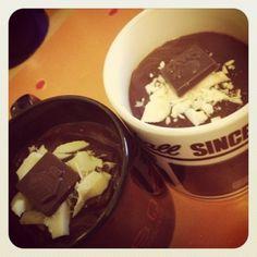 La mia cioccolata calda vegan al latte di pistacchi e mandorla