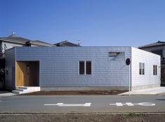 屋根・外壁ともにガルバリウム鋼板で仕上げられた平屋